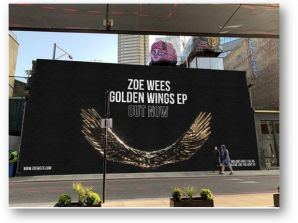 """Η Zoe Wees που κατακτά σιγά-σιγά σχεδόν τον πλανήτη με τη μουσική της, """"ανοίγει…"""