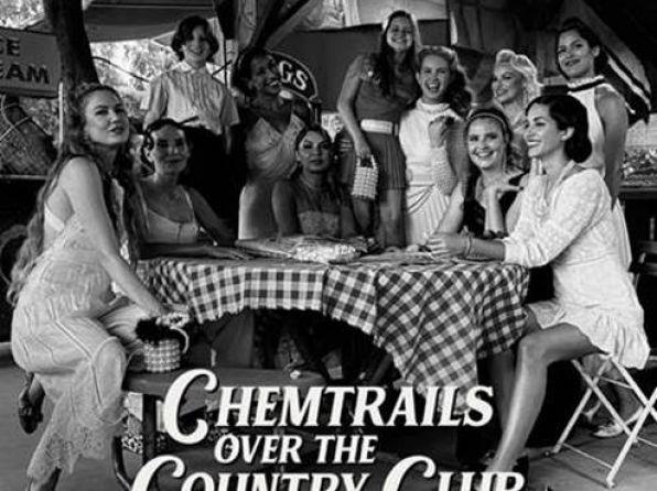 """Η Lana Del Rey, κυκλοφορεί το 7ο studio album της με τίτλο """"Chemtrails Over…"""